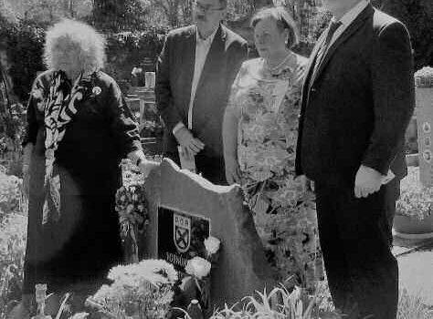 Pieta u hrobů vojáků